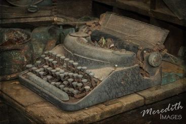 2015-11-27 AZ GhostTown - H-8695 typewriter